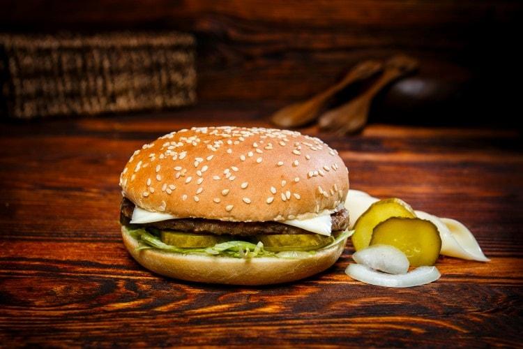 Cheeseburger klein Menü