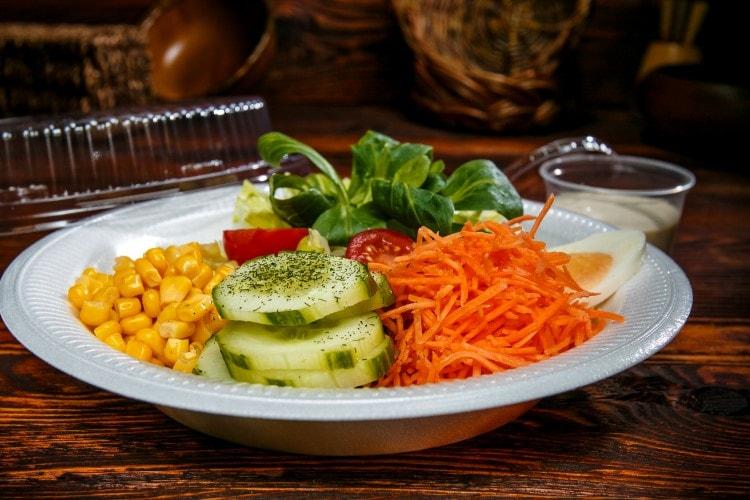 Frische Salate nach Hause liefern